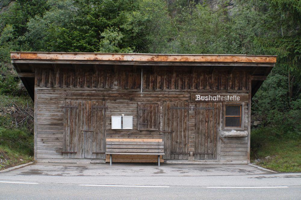 Eine hübsche Bushaltestelle am Lechweg (5. Etappe)