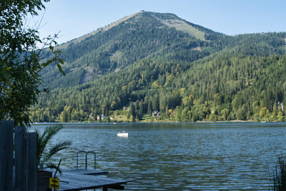 Ausblick über den Erlaufsee bis zum Gipfel der Gemeindealpe